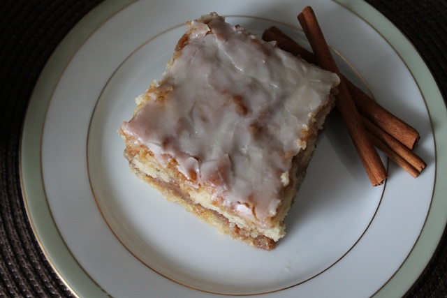 Cinnamon roll Cake3